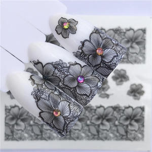 Image 1 - YZWLE 2020 été nouvelle dentelle fleur Design autocollant à ongles décalque transfert deau blanc noir conseils femmes maquillage tatouages