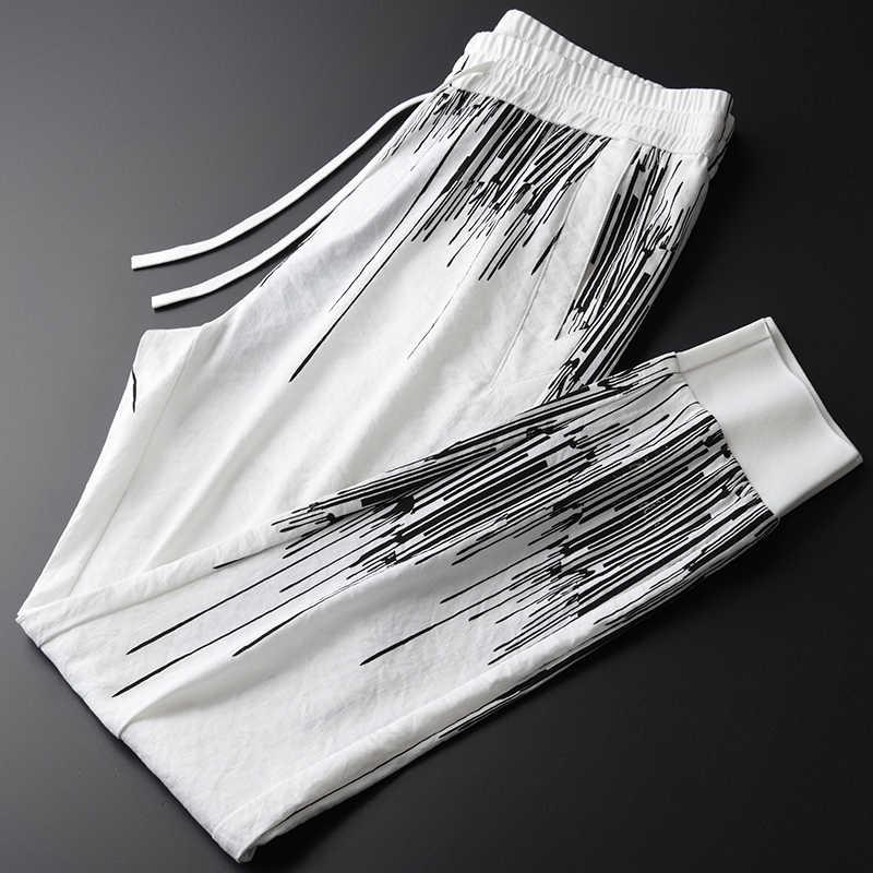 Drukowane sportowe męskie Plus rozmiar 4XL luksusowe jedwabiste miękkie tkaniny szczupłe spodnie do fitnessu mężczyzn elastyczny pas dorywczo spodnie