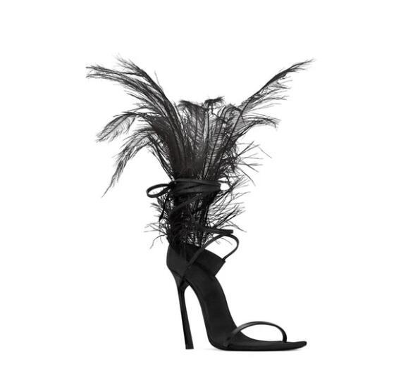 Модная обувь с перьями; красивые черные босоножки с острым носком на меху; женская обувь со шнуровкой для подиума; обувь на высоком каблуке с вырезами; обувь в гладиаторском стиле - 5