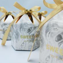Geschenk Boxen Verpackung Hochzeit Gefälligkeiten Schokolade Box Bomboniera Giveaways Boxen Party Supplies Mit Glocken & Bänder Papier Taschen