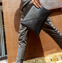 Skull Rivets Decoration Thin Briefcase Men Punk Style Urban Envelope Bag Mens Small Leather Office Bags Bolso Hombre DF274