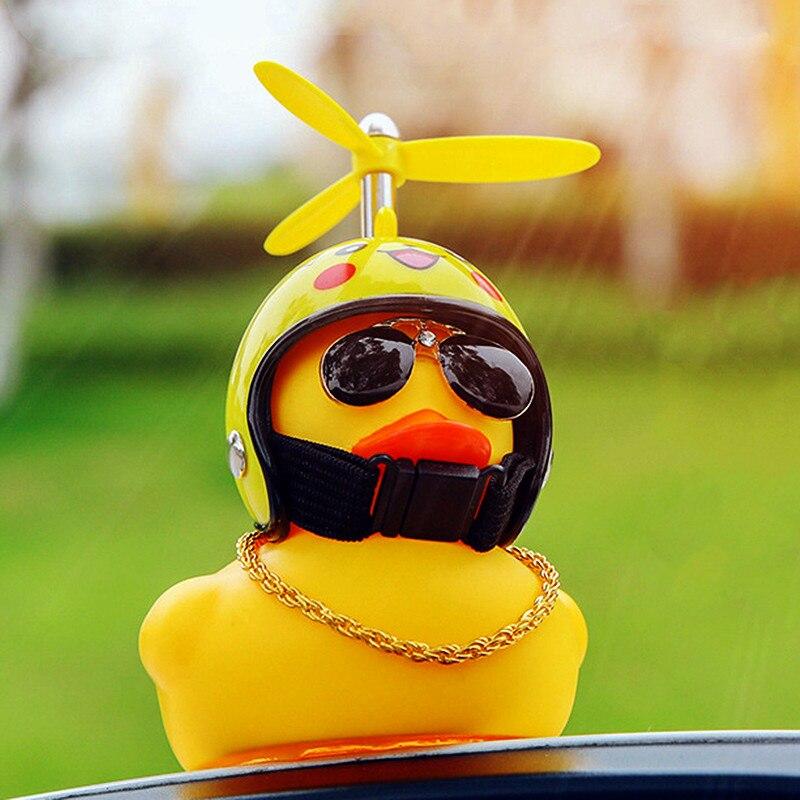 Автомобильные товары, подарок, шлем с разбитым ветром, маленькая Желтая утка, аксессуары для украшения автомобиля, разрывающаяся от ветра у...
