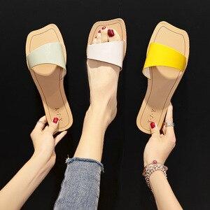 Домашние шлепанцы для отдыха; сезон весна-лето; Новинка 2020 года; женские пляжные шлепанцы для улицы; нескользящие прочные сандалии на плоской подошве; женская обувь с открытым носком