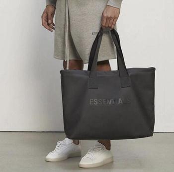 Nowy 21SS wysokiej jakości 1 1 mężczyzna kobiet torebki styl swobodny Essentials plecak tanie i dobre opinie CN (pochodzenie) NYLON Versatile torby podróżne Bez suwaka Torebka podróżna Casual 0 5kg SOFT Na co dzień litera 55cminch