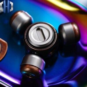 Image 2 - Dedo Gyro aleación de titanio de cobre portátil adultos descompresión juego giratorio creativo juguete Ceremonia