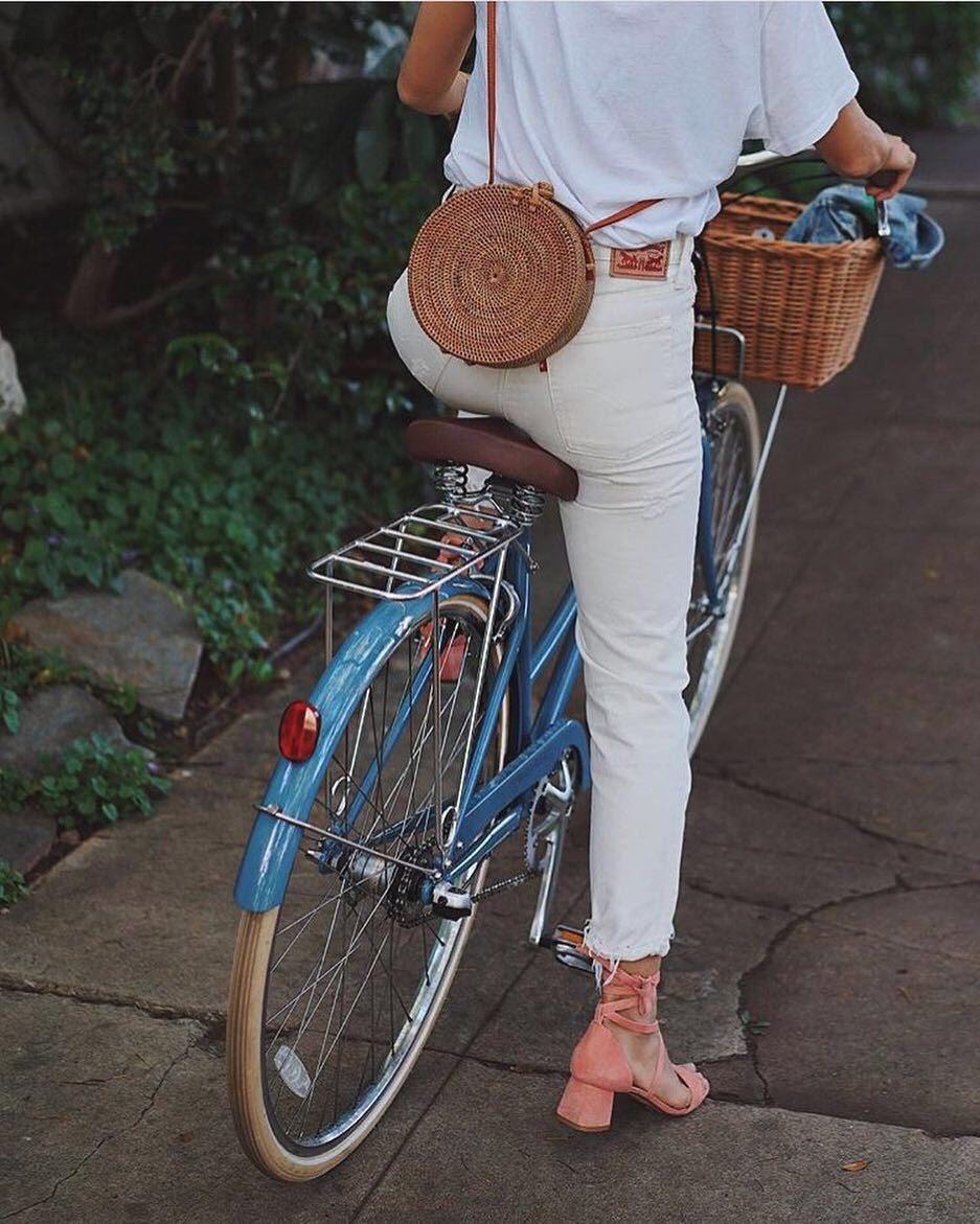 White Vintage Straw Crossbody Bag in Circle Shape for Summer 2021