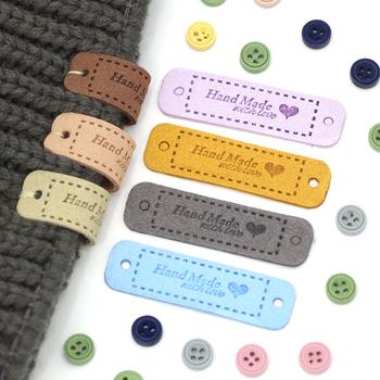 20 sztuk ręcznie robione etykiety na ubrania metka ze skóry tagi dla ręcznie robione z miłością sztuka szycia ręcznie wykonane na czapki torby buty 56*15MM tanie i dobre opinie CN (pochodzenie) Skórzane Nadające się do prania XF-PB-B-CS Etykiety w kształcie flag Znaczki do odzieży TŁOCZONA