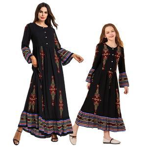 Image 1 - Muzułmanki sukienka dla dzieci dziewczyny Abaya luźna Kaftan drukowana sukienka Maxi z długim rękawem przyciski szata jednakowe stroje rodzinne sukienka o nec