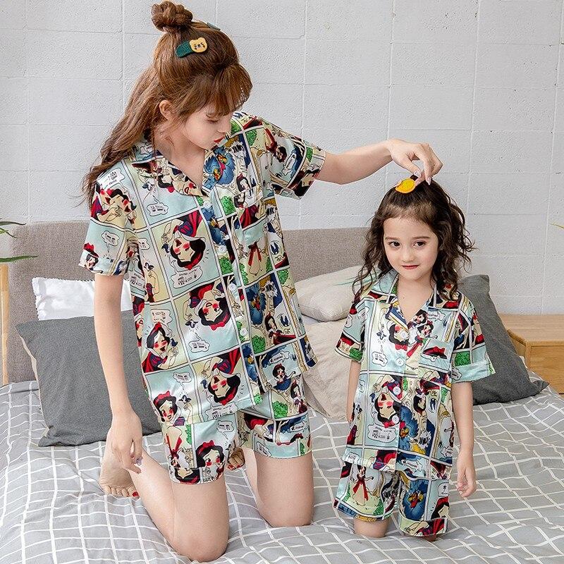 Moda 2020 família combinando roupas de seda
