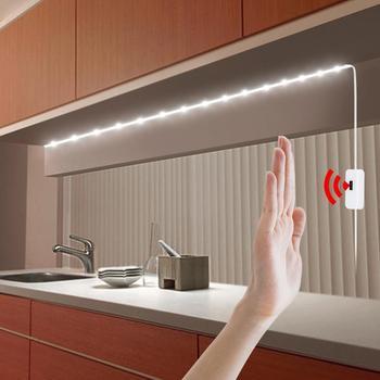 Podświetlenie LED na USB uruchamiane ruchem ręki lampa DC 5 V na ruch taśma ledowa za telewizor do kuchni włączana i wyłączana machnięciem dłoni czujnik dioda wodoodporna tanie i dobre opinie Lcamaw CN (pochodzenie) Salon 50000 MOTION Taśmy 4 w m Epistar white 6000-6500 Warm white 2800-3500k Suche baterii Smd2835