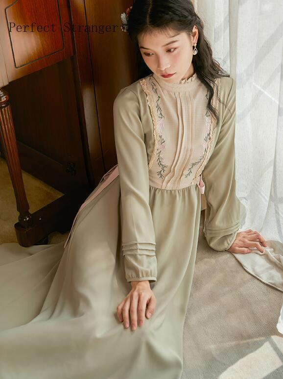 Женское длинное платье в стиле ретро, с воротником-стойкой и цветочной вышивкой