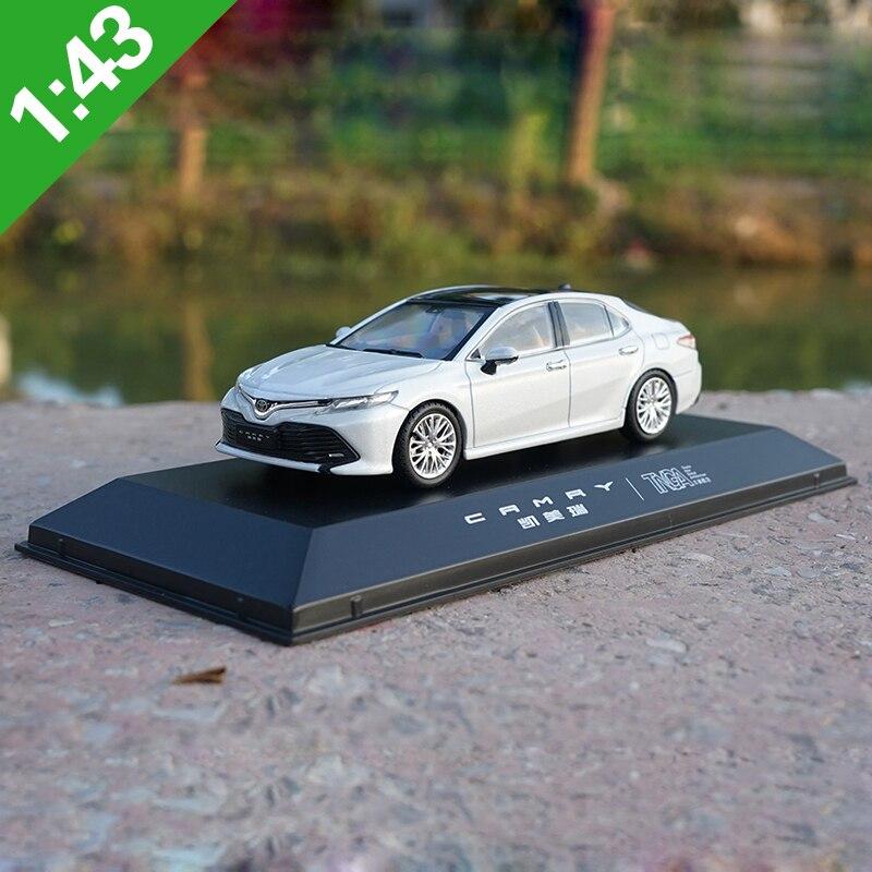1:43 Toyota 8th CAMRY СПЛАВ модель автомобиля статические высокой моделирования металлические модельные автомобили оригинальная коробка для подар...