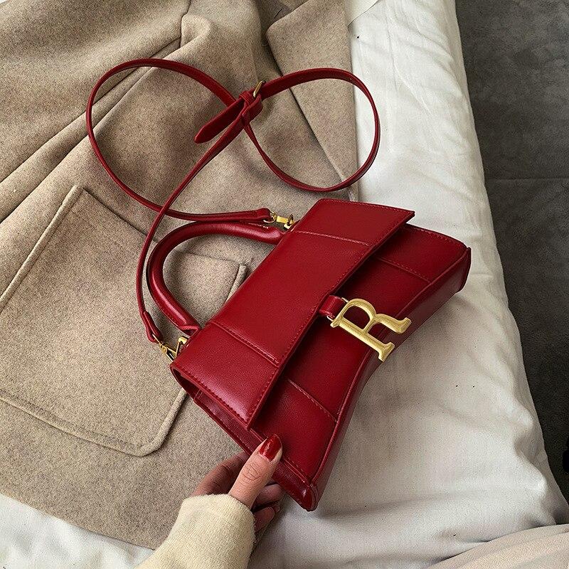Women Fashion Metal Letter Pendant Shoulder Bag Classic Fashion Wild Messenger Bag Ladies High Quality Luxury Handbag