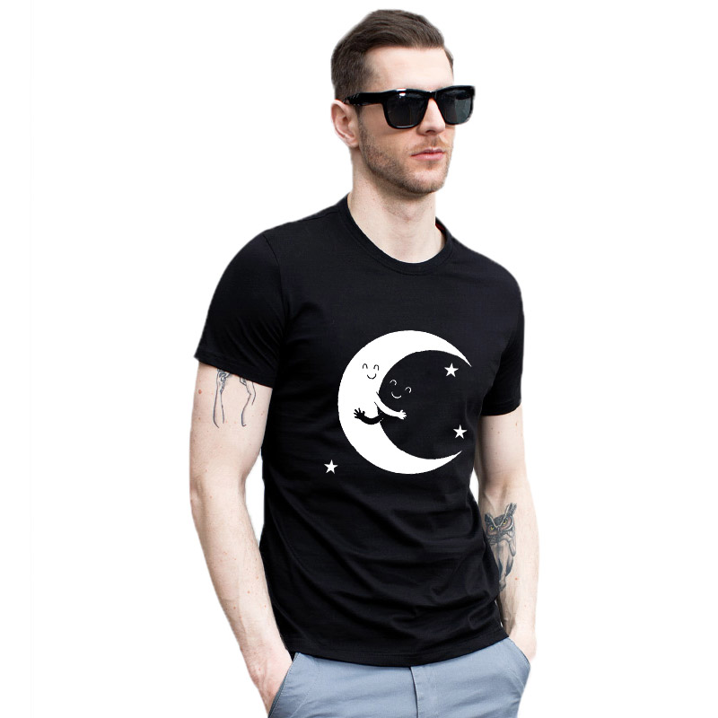 New Arrival Soft Cotton Funny Men T Shirt Casual O-Neck Black White <font><b>Hug</b></font> Moon Print <font><b>Tshirt</b></font> Male T-Shirt Summer Loose O-Neck image