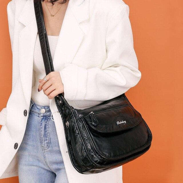 Фото черная сумка мессенджер с несколькими карманами для женщин простая
