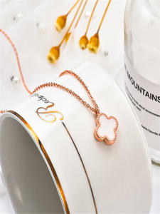 Four Leaf Clover Necklace Bracelet Earings for Women's Set Rose Gold Lucky Ladies Charms Jewelry Clavicle Chain Pendant Kit