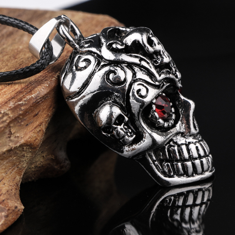 Collier crâne rouge cristal  5