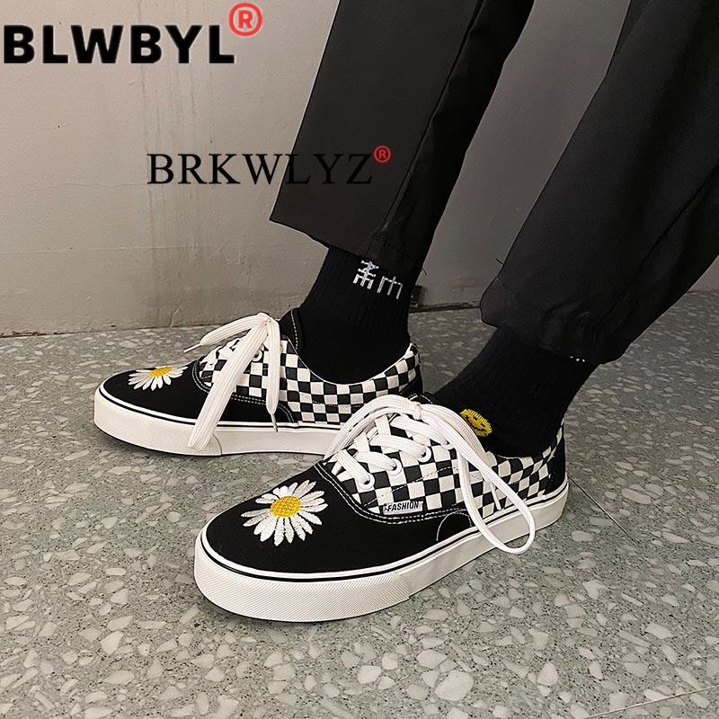 Lace Up Flat Canvas Shoes Women Checkered Vulcanize Shoes 2020Black White Plaid Female Casual Loafers Ladies Lazy Shoes