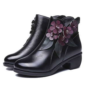 Image 1 - 2020 botas de inverno botas femininas vintage couro genuíno sapatos de salto baixo sapatos de dedo do pé redondo moda senhoras tornozelo botas para mulher