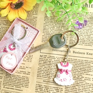 (30pcs/Lot)FREE SHIPPING+Baby Shower Favors and Gift Cute Baby Girl Dress Design Pink Keychain Birthday Party Giveaway For Guest(China)
