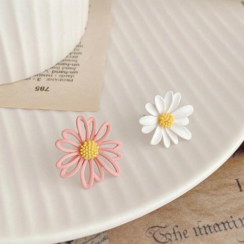 small daisy earrings female hollow flower earrings sun flower earrings chrysanthemum petals Korean version