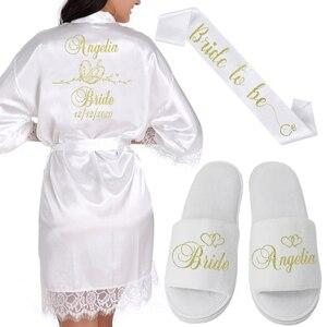 Image 1 - Gepersonaliseerde Datum Naam Kant Kimono Gewaad Vrouwen Bruid Bruidsmeisje Gewaden Bachelorette Bruiloft Preparewear
