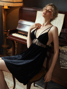 Image 5 - סקסי כתנות לילה הלבשת מזדמן Nightwear בית שמלה נשי כותונת קטיפה חלול עמוק V יופי בחזרה מפתה Homewear