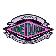 Honeydukes broche hogsmeade wizarding doce loja rosa sinal esmalte pino o mais suculento-olhando doces presente para os amantes da sobremesa