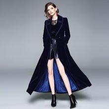 Женское длинное бархатное пальто элегантное темно синее приталенное