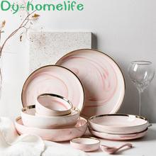 Керамические столовые приборы из розового мрамора в скандинавском