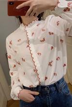Damska koszula 2019 New Vintage delikatny kwiat haftowana falista krawędź bawełniana koszula tanie tanio WSNG COTTON REGULAR Satin Skręcić w dół kołnierz Przycisk Drukuj Pełna FSH2019042403 Na co dzień