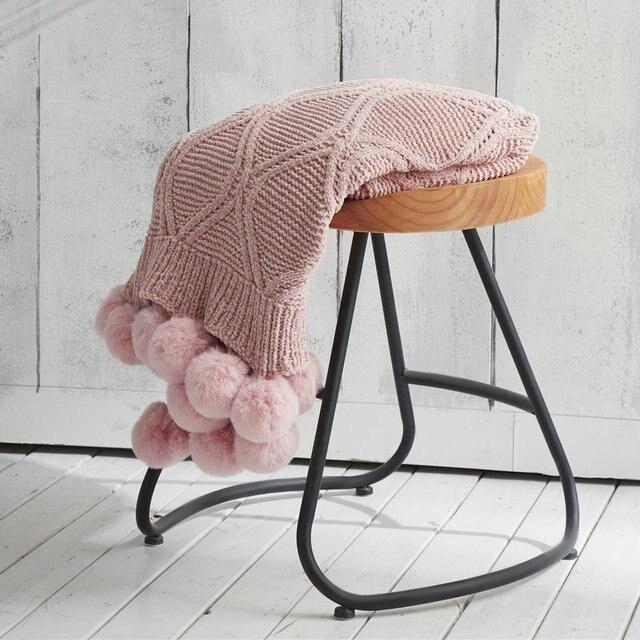 Couverture à pompon tricotée style bohème Plaids et Couvertures Cocooning.net