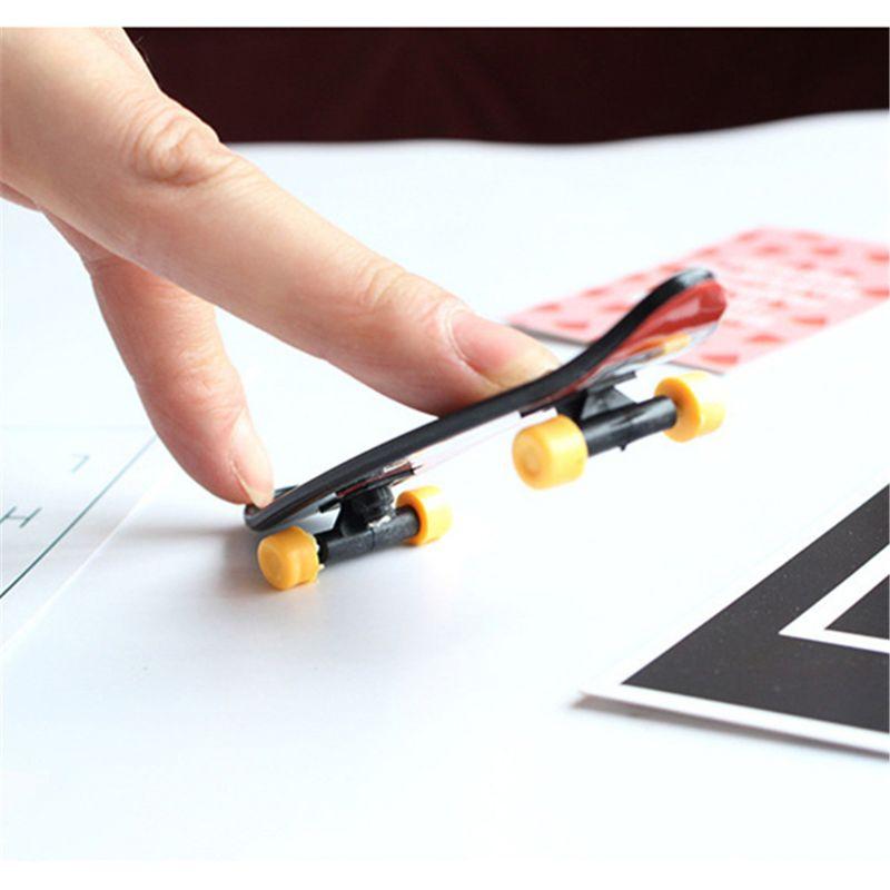 Cool Skull FingerBoard Mini Skateboard Kid Toy Party Favor Gift