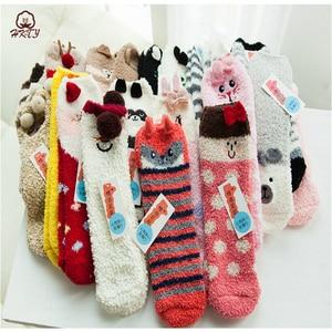 Image 3 - Sevimli hayvan tasarımı geyik noel çorap hediye 3D kabarık mercan kadife kalın sıcak kış çorap kadınlar için yeni yıl hediye Sox ile kutusu