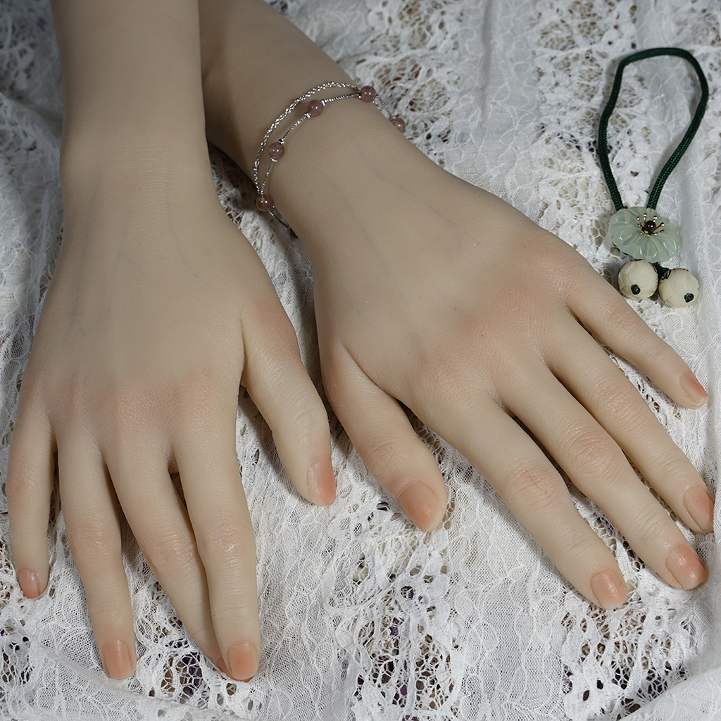 Set Of 2 Flexible Bendable Mannequin Hand, Nail Art Training Practice Ring Jewelry Display Holder - Multi Functional