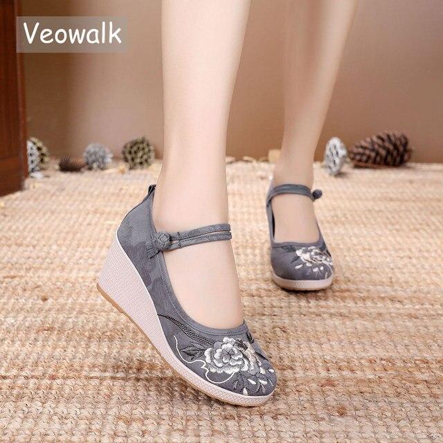 Veowalk 7Cm Wedge kobiety żakardowa bawełna haftowane buty na wysokim obcasie Vintage Ladies Casual pompy kostki pasek w chińskim stylu Hanfu buty