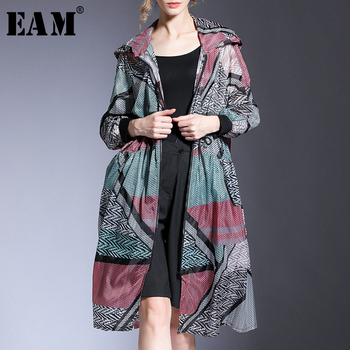 [EAM] Loose Fit Pattern Printed Thin Big Size Jacket New Hooded Long Sleeve Women Coat Fashion Tide Spring Summer 2020 1U941