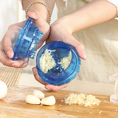 Manual Garlic Crusher with Handle and Stainless Steel Kitchen Accessories for Squeezing Garlic 15