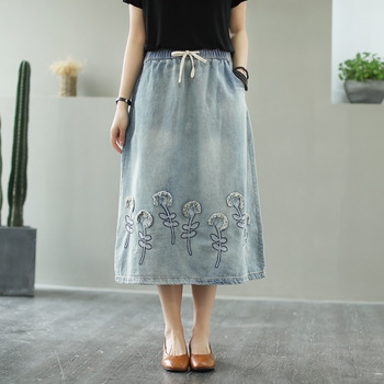 цена на Summer Floral Embroidery Midi Denim Skirt Women Vintage Art Casual Plus Size Drawstring Elastic High Waist Jeans Skirts Female