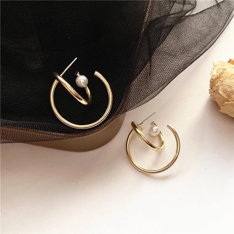 Korean Fashion Temperament Contracted Metallic Winding Circle Stud Earrings Irregular Pearl Earrings Women Accessories