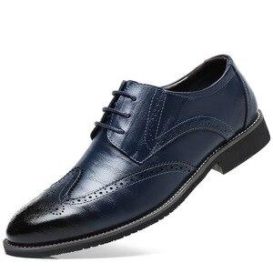 Image 2 - SZSGCN428 2019 novos homens oxford couro genuíno vestido sapatos brogue rendas até apartamentos masculinos sapatos casuais preto marrom tamanho 38 48