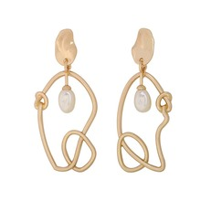 The new spring and summer 2019 asymmetric freshwater pearl earrings knot hollow-out exaggerated eardrop personality