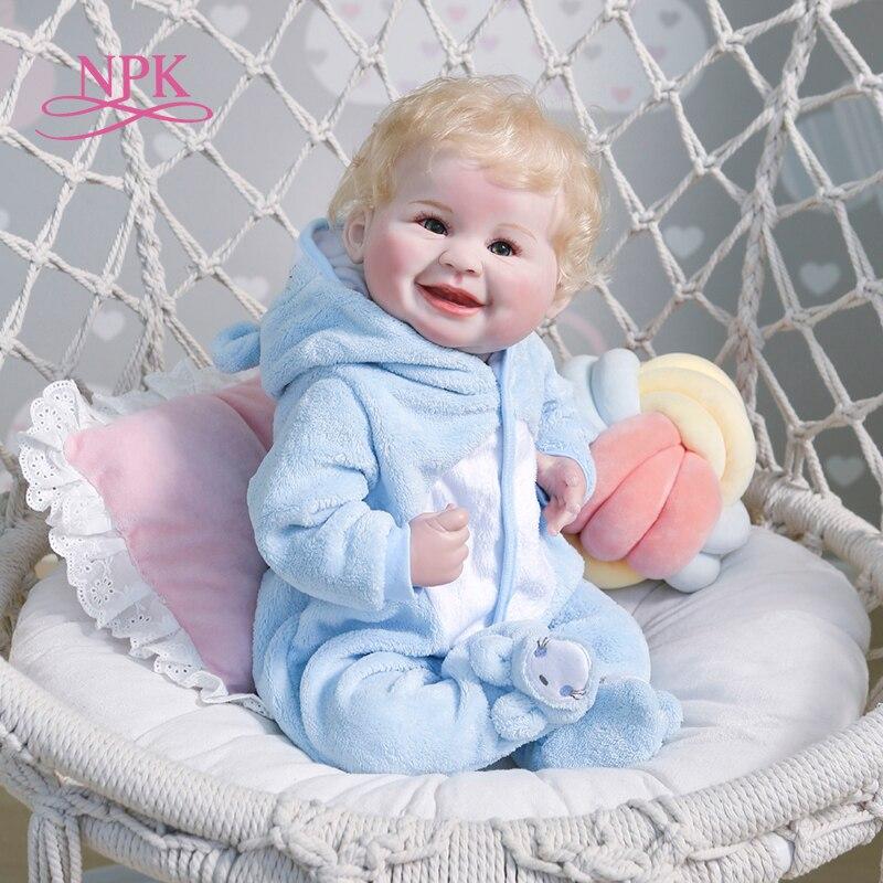 NPK 55CM reborn bébé nouveau-né garçon poupée cheveux blonds sourire heureux bébé réaliste réel doux au toucher à la main peinture détaillée hig