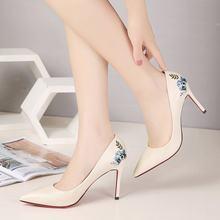 8 cm apontou saltos altos stiletto bordado sapatos femininos 2020 outono novo selvagem preto único sapatos temperamento bombas elegantes