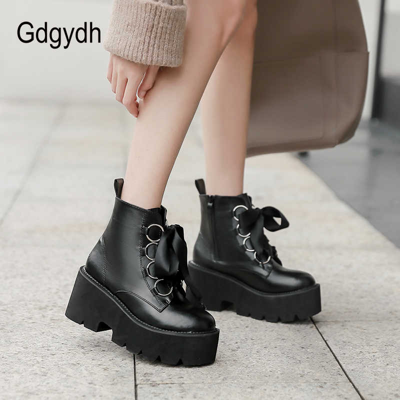 Gdgydh 2019 Sonbahar Yeni Kadın yarım çizmeler Yuvarlak Ayak dantel-up Platformu kısa çizmeler Kadın PU Yumuşak Deri siyah çizmeler Drop Shipping