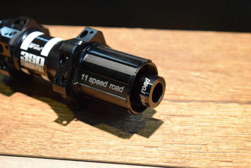 12 x 100 mm center lock disc Straight Pull 28 h noir DT Swiss 350 Moyeu Avant