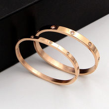 Vintage Exquisite Titanium Steel Plating 14k Real Gold Couples Bangles for Women Jewelry Inlaid High Grade AAA Zircon Party Gift