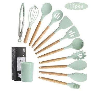 Nuevo juego de utensilios de cocina de silicona con mango de madera, cuchara para sopa, espátula, cepillo, raspador, batidor de Pasta, utensilios de cocina