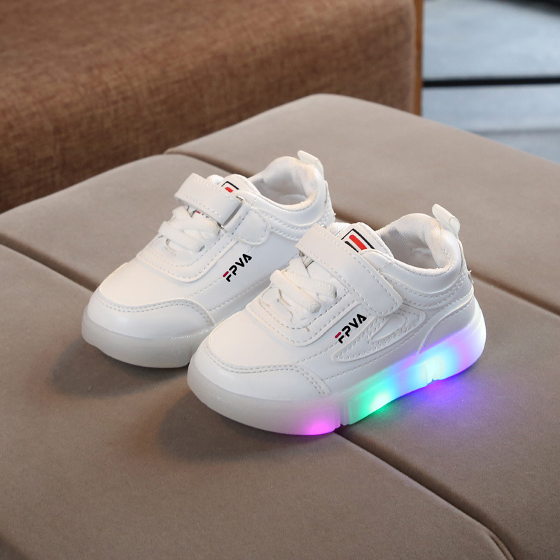 Hot sales 2020 Spring/Autumn fashion kids shoes solid LED lighted infant tennis Lovely baby boys girls shoes children sneakers