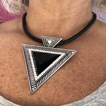 Vintage Chokers Statement Necklaces For Women Boho Black Acrylic Gem Triangle Pendant Necklace Party Jewelry rhombus triangle faux gem necklace